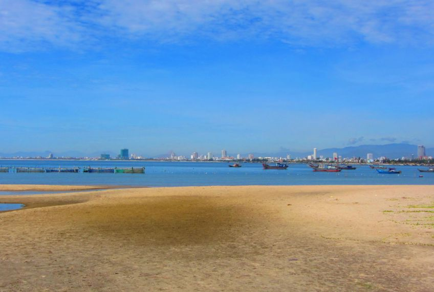 The Best Urban Beaches: Nha Trang or Da Nang?
