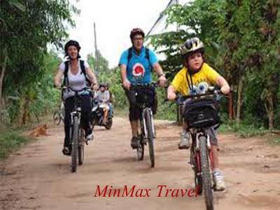 Cycle to visit Phnom Penh
